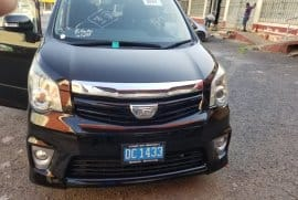 2011 Toyota Noah SI package