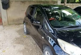 Black Nissan Note 2013